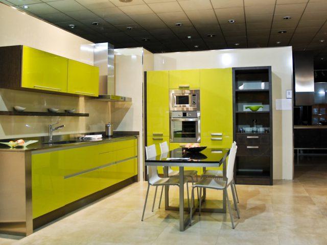 Gebruik een living wall voor het ontwerp van de keuken