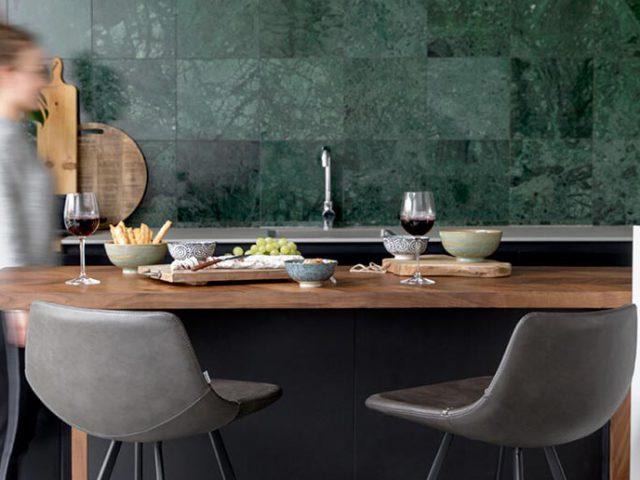 3 redenen om een bartafel in combinatie met comfortabele barstoelen in huis te halen!